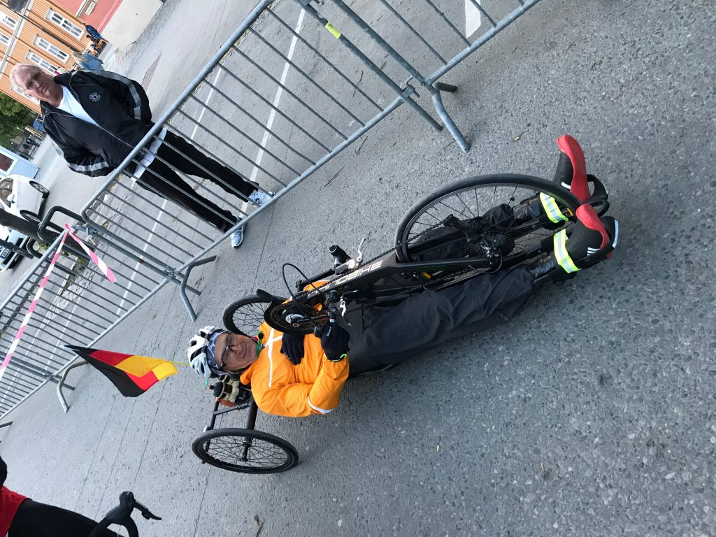 Echter Held: Handbikefahrer am Start in Trondheim.