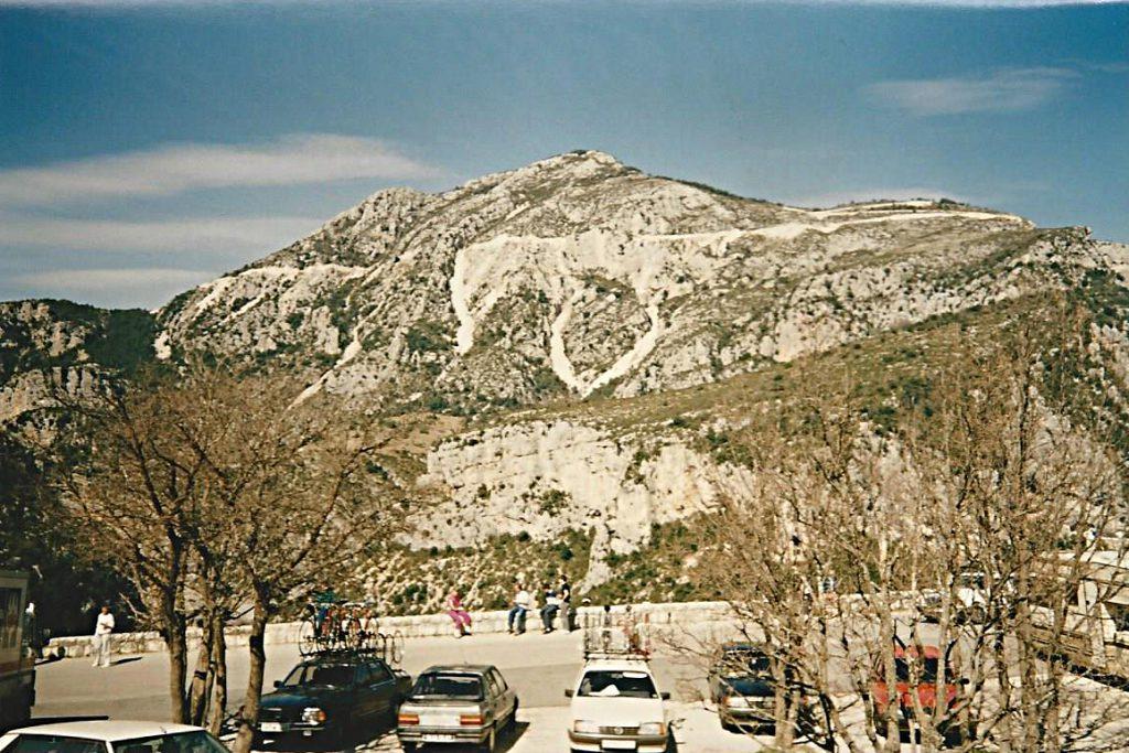 Ausblick an der Gorge du Verdon 1988. Hier sieht es noch gar nicht nach Regen aus, das sollte sich aber schnell ändern.
