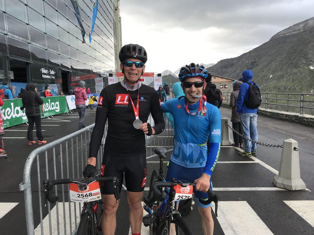 Pascal musste 3:30 Minuten auf mich warten. Glücklicherweise geht es bei der Tour Transalp auch mal den Berg runter.