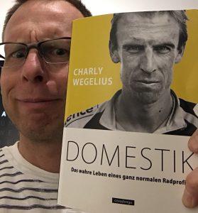 """Das machte mich dann doch ein wenig nachdenklich: Pascal schickt mir ein Buch mit dem Titel """"Domestik"""". Was meint er damit nur?"""